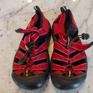 EUC Red Keen Size 2